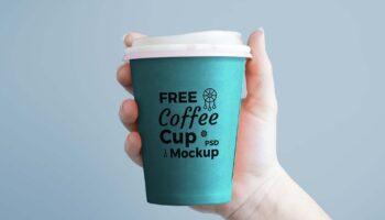 Мокап стакана кофе в руке PSD