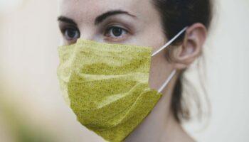 Медицинская маска мокап PSD