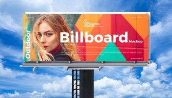 Мокап билборд с небесным фоном PSD