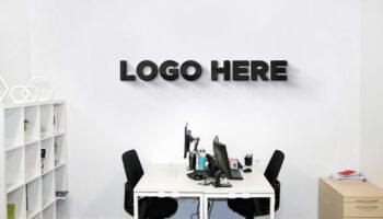 Мокап логотипа на стене PSD